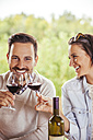 Happy couple drinking red wine outdoors - ZEDF00393