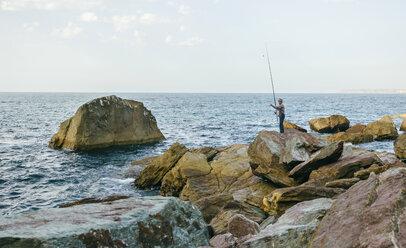 Senior man fishing at the sea - DAPF00436