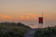 Germany, Eckernfoerde, view to the beach with attendant's tower at sunrise - KEB00416