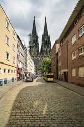 Germany, Cologne, view of street with Cologne Cathedral in the background - TAMF00720
