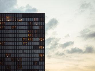 Germany, Duesseldorf, facade of luxury hotel at Media Harbour - KRPF01901
