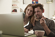 Couple looking at laptop together - SUF00137