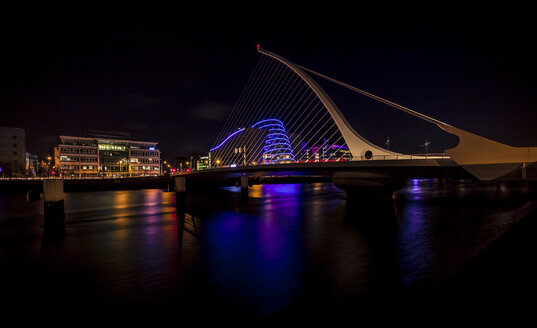 Ireland, Dublin, Samuel Becket Bridge at night - MPAF00079