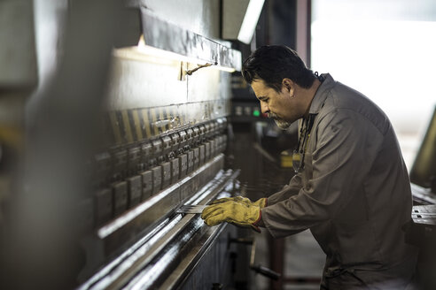 Engineer working at power plant - ZEF11204
