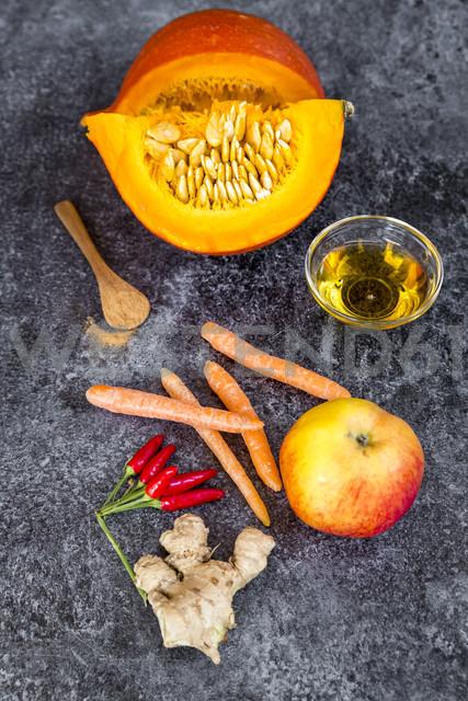 Ingredients of pumpkin smoothie - SARF03032 - Sandra Roesch/Westend61