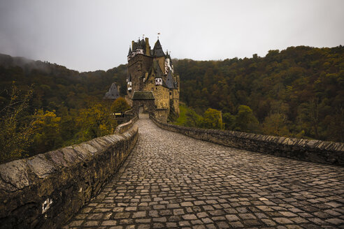Germany, Wierschem, view to Eltz Castle - MPA00085