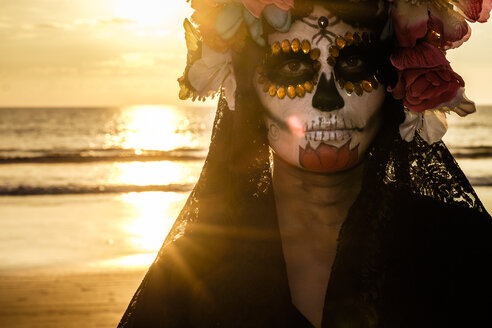 Mexico, Riviera Nayarit, female skeleton figure symbolizing the celebration of death on Dia de Los Muertos - ABAF02086