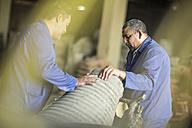 Men working together in industrial pot factory - ZEF11353