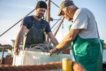 Fishermen working on trawler - ZEF11419