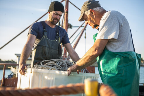 Fishermen working on trawler - ZEF11419
