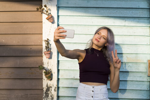 Young woman with dyed hair taking a selfie - KKAF00005