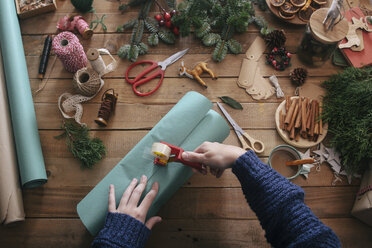Woman's hands wrapping christmas gifts - RTBF00506