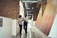 Business people talking in corridor - WESTF21918