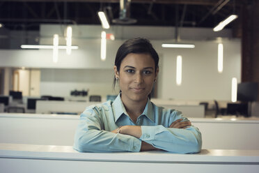 Young woman working in office, portrait - WESTF21972