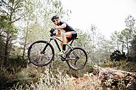 Mountainbiker jumping midair - JRFF00992