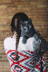 Back view of woman with Russian Blue on her shoulder - GEMF01200