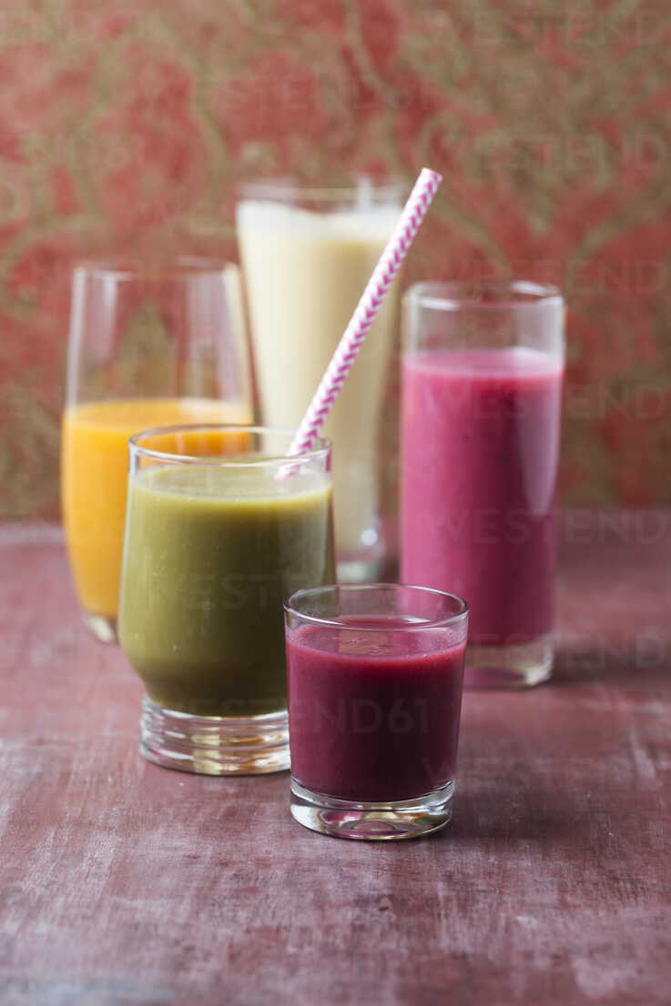 Five glasses of different smoothies - MYF01827 - Mandy Reschke/Westend61
