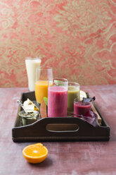 Five glasses of different smoothies and ingredients on tray - MYF01830