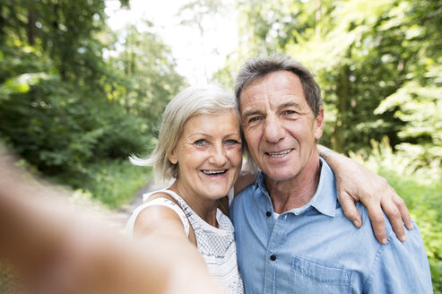 Happy senior couple taking selfie in the woods - HAPF01069