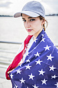 Portrait of woman with basecap and American flag - GIOF01615
