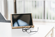 Tablet and glasses on table - KNSF00546