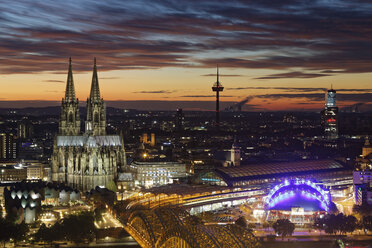 Germany, Cologne, view to the lighted city from above at evening twilight - GFF00872