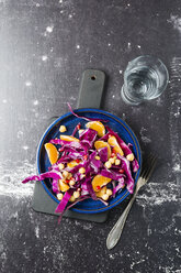 Winter salad with red cabbage, tangerine and chick-peas - MYF01838