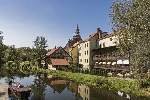 Poland, Warmia,-Masuria, Lidzbark Warminski, Buidkings at Lyna river - MELF00165
