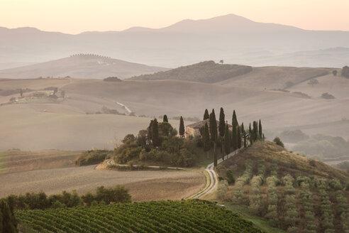 Italy, Tuscany, Val d'Orcia, villa near Pienza - PAF01731