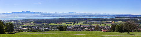 Germany, Baden-Wuerttemberg, Lake Constance and Markdorf with Swiss Alps - SIEF07139