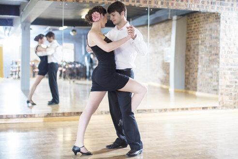 Couple dancing salsa in studio - ZEF11731
