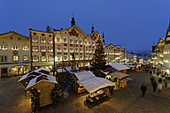 Germany, Bavaria, view of Christmas market - LB01513