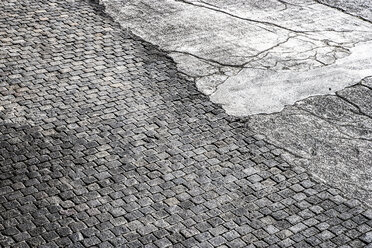 Cobblestone pavement and tarmac - FMKF03256