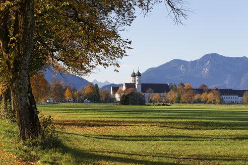Germany, Benediktbeuern, view to Benediktbeuern Monastery in autumn - SIEF07153