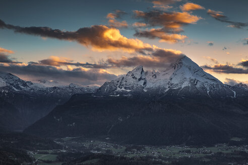 Germany, Bavaria, Berchtesgadener Land, view to Watzmann at sunset - YRF00132