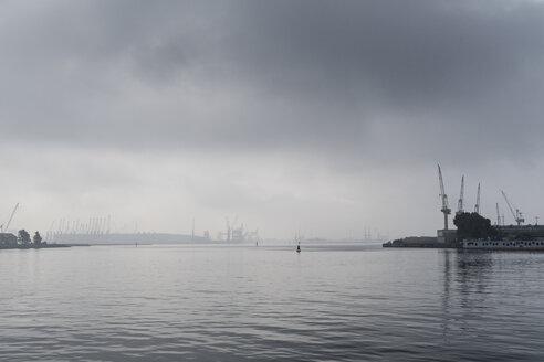 Germany, Rostock, fog over Rostock Port - MELF00168