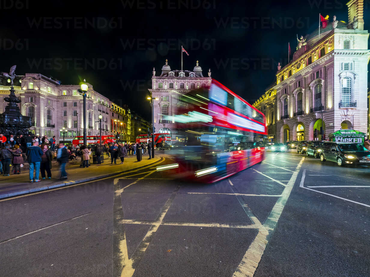 UK, London, Piccadilly Circus, driving double-decker bus at night - AM05094 - Martin Moxter/Westend61