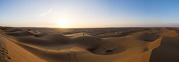 Oman, Al Raka, dunes in Rimal Al Wahiba desert at sunset - AMF05110