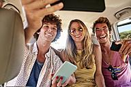 Happy friends in a car taking a selfie - WESTF22002