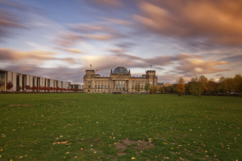 Germany, Berlin, Berlin-Tiergarten, Reichstag building - GFF00885