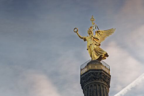 Germany, Berlin, view of victory column against cloudy sky - GFF00897