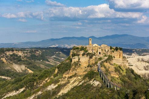 Italy, Lazio, view to Civita di Bagnoregio - LOMF00442
