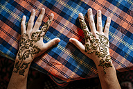 Henna painting on hands - KIJF00998
