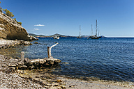Spian, Ibiza, Llentrisca beach with sailing boats in the background - KIJF01009