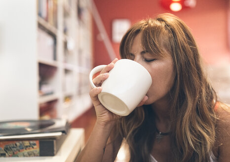 Woman having coffee at home - MGOF02677