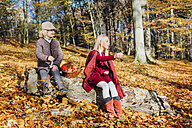 Hansel and Gretel, Boy and girl sitting in forest on a tree trunk - MJF02088