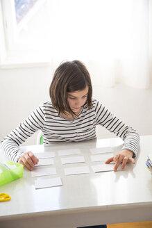 Girl doing homework - LVF05666