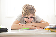 Boy doing homework - LVF05672