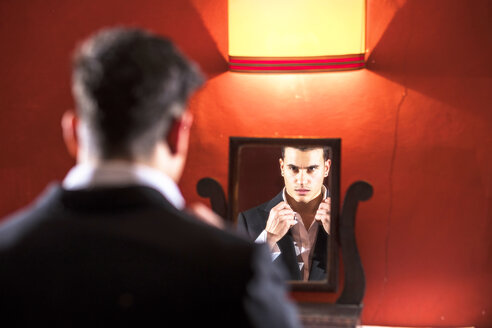 Man in suit looking in mirror - SIPF01156