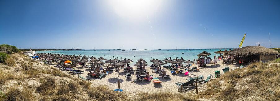 Spain, Majorca, crowded beach Es Trenc - AM05131